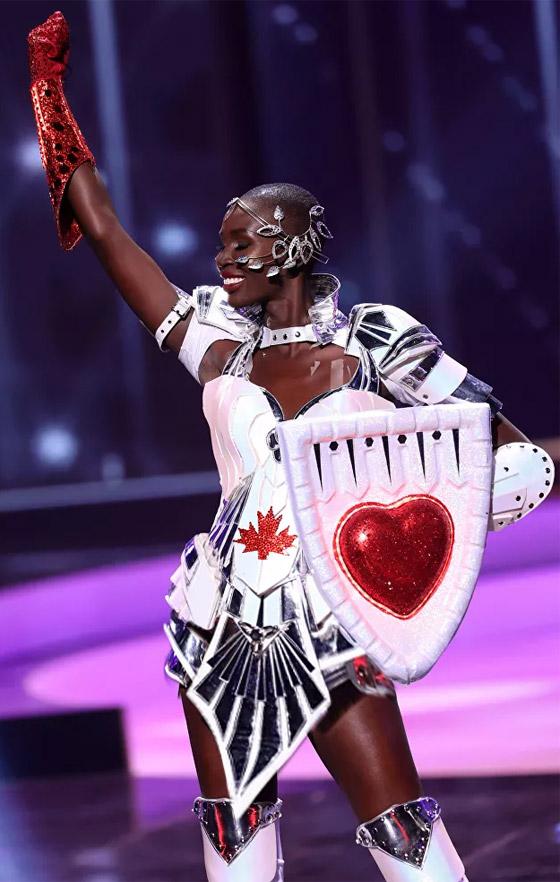 صورة رقم 11 - صور: أبهر وأجمل الأزياء الوطنية في مسابقة ملكة جمال الكون 2021