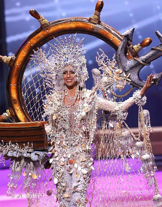 صورة رقم 15 - صور: أبهر وأجمل الأزياء الوطنية في مسابقة ملكة جمال الكون 2021