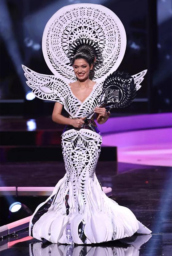 صورة رقم 18 - صور: أبهر وأجمل الأزياء الوطنية في مسابقة ملكة جمال الكون 2021