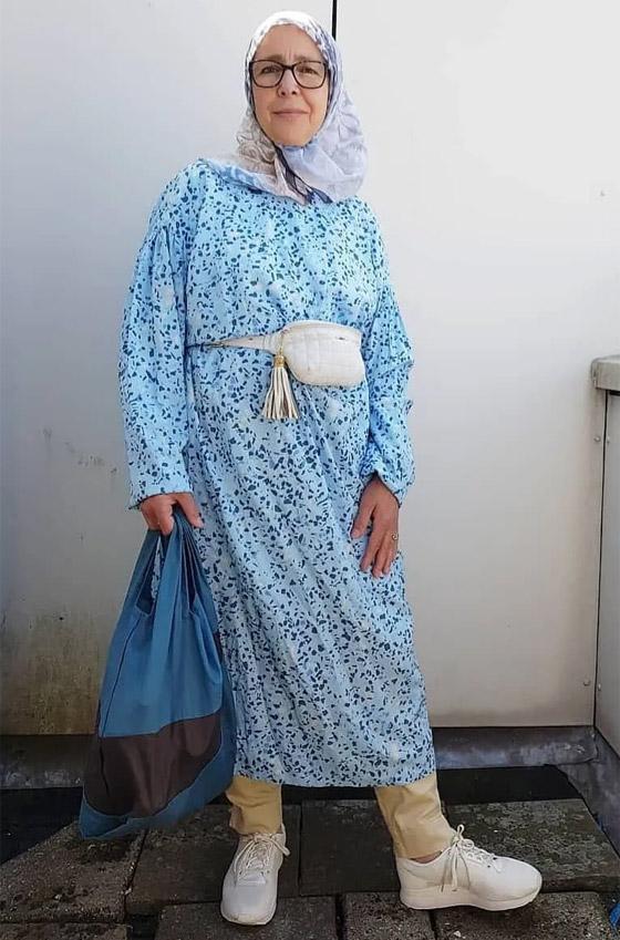 صورة رقم 9 - شابة مغربية تبدع وتحول والدتها المحجبة المصابة بسرطان الثدي لأيقونة موضة