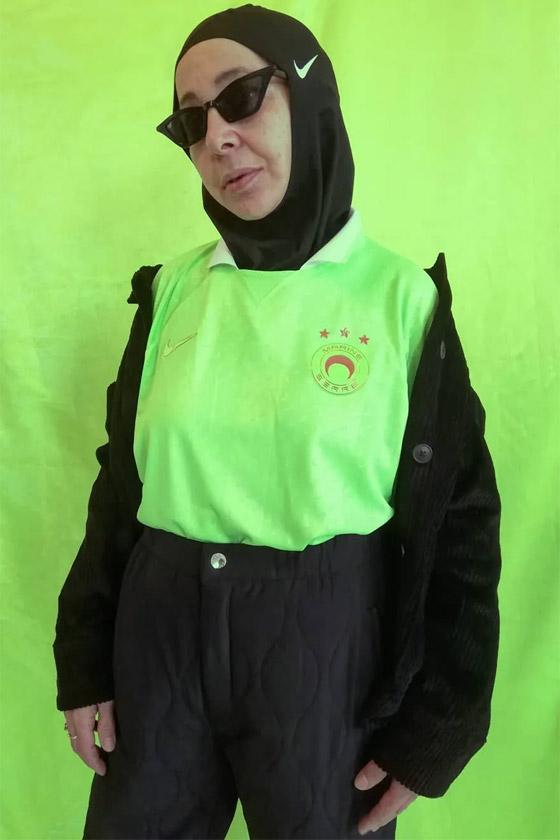 صورة رقم 12 - شابة مغربية تبدع وتحول والدتها المحجبة المصابة بسرطان الثدي لأيقونة موضة