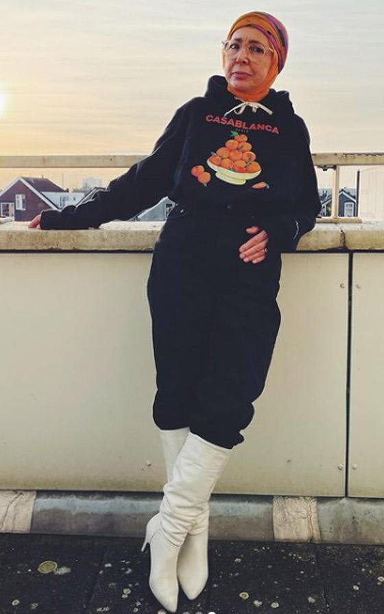صورة رقم 16 - شابة مغربية تبدع وتحول والدتها المحجبة المصابة بسرطان الثدي لأيقونة موضة