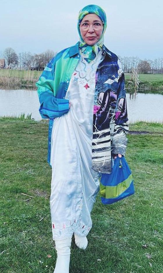 صورة رقم 17 - شابة مغربية تبدع وتحول والدتها المحجبة المصابة بسرطان الثدي لأيقونة موضة