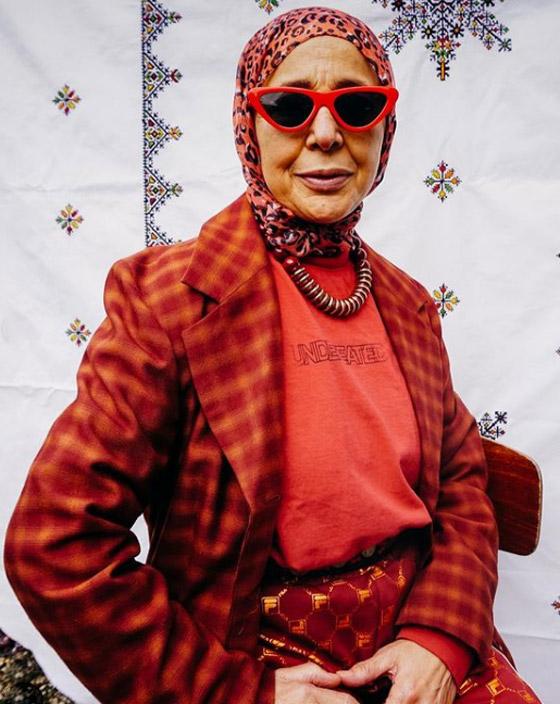 صورة رقم 19 - شابة مغربية تبدع وتحول والدتها المحجبة المصابة بسرطان الثدي لأيقونة موضة