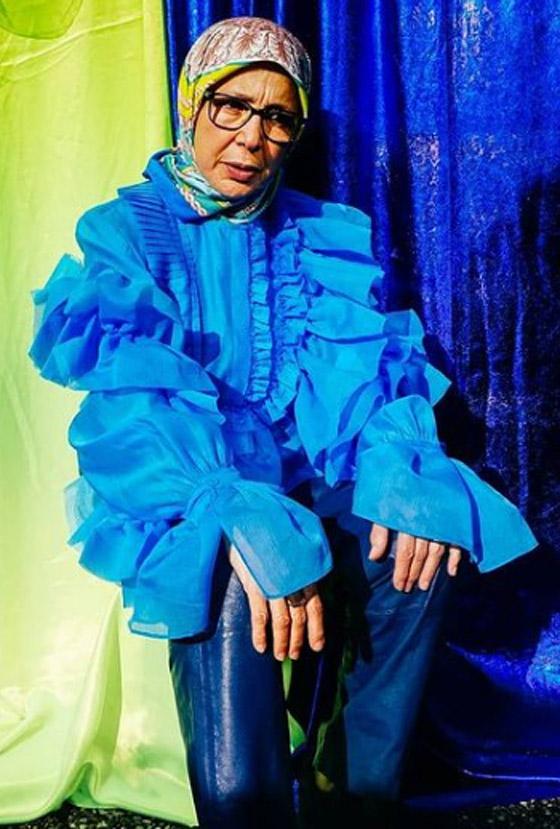 صورة رقم 23 - شابة مغربية تبدع وتحول والدتها المحجبة المصابة بسرطان الثدي لأيقونة موضة