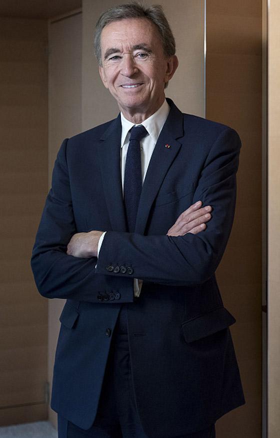 صورة رقم 6 - عملاق الأزياء الفرنسي يزيح جيف بيزوس ويصبح الأغنى في العالم