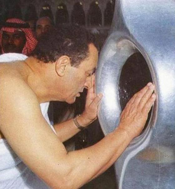 صورة رقم 3 - صور لم تراها من قبل لرؤساء مصر وهم يؤدون فريضة الحج
