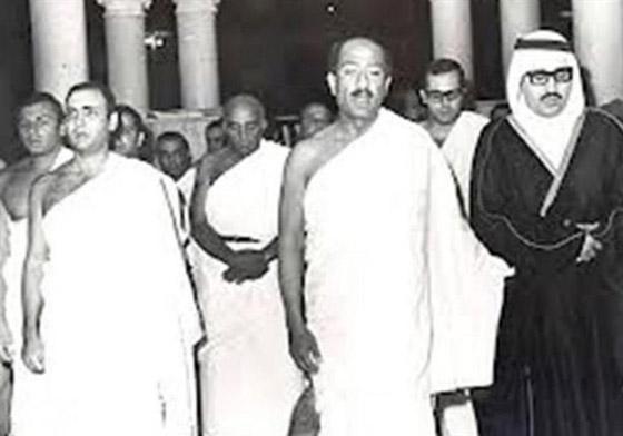 صورة رقم 4 - صور لم تراها من قبل لرؤساء مصر وهم يؤدون فريضة الحج