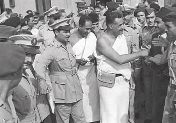 صورة رقم 5 - صور لم تراها من قبل لرؤساء مصر وهم يؤدون فريضة الحج
