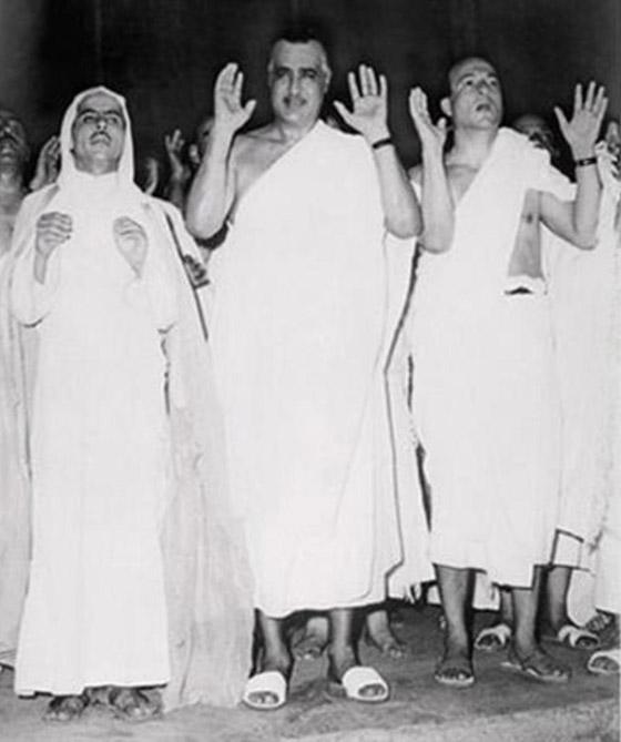 صورة رقم 8 - صور لم تراها من قبل لرؤساء مصر وهم يؤدون فريضة الحج