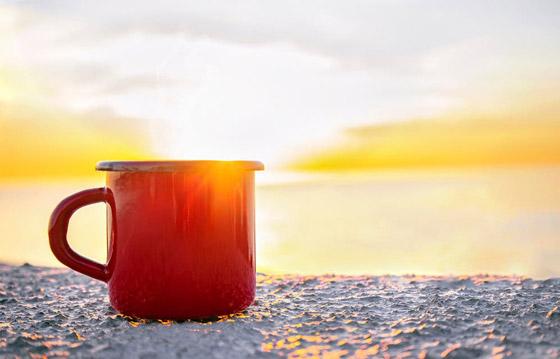 صورة رقم 1 - اشربوا المشروب الساخن أثناء الطقس الحار.. 8 حقائق صحية ستذهلكم!