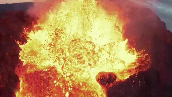 صورة رقم 10 - فيديو يخطف الأنفاس للقطات تظهر نهر من النار والحمم في آيسلندا