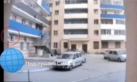 ماما أنا خائفة! طفلة تستنجد بوالدتها علقتها من الشرفة قبل أن تسقط وتموت! صورة رقم 1