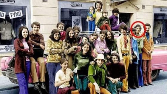 أسامة بن لادن كما لم تره من قبل.. صورة نادرة له يافعا برحلة عائلية صورة رقم 1