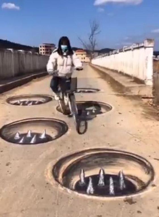 صورة رقم 4 - فيديو وصور: فنان صيني يبدع برسم لوحات وهمية ثلاثية الابعاد على الارض لشقوق وحفر تخدع المارة