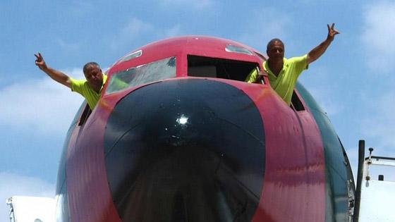 صورة رقم 3 - فلسطينيان يحو لان طائرة بوينغ 707 الى مطعم وقاعة أفراح