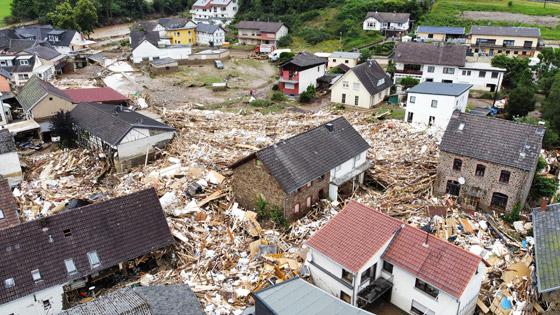 صورة رقم 6 - ألمانيا.. حصيلة مأساوية لأسوأ كارثة طبيعية منذ نصف قرن