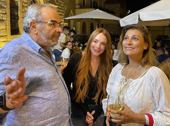 صورة رقم 6 - فيديو وصور: ليندسي لوهان تفاجئ الجميع بزيارتها المفاجئة إلى لبنان.. وتتصور مع المعجبين