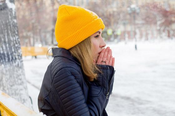 لا علاقة للطقس البارد، سببٌ عجيب قد يكون وراء برودة اليدين والقدمين صورة رقم 2