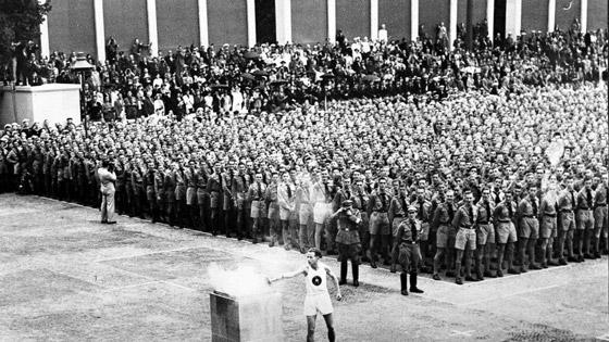 عادة ابتكرها النازيون وتعتمد لليوم بالألعاب الأولمبية صورة رقم 2