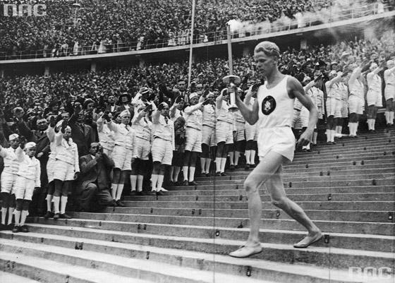 عادة ابتكرها النازيون وتعتمد لليوم بالألعاب الأولمبية صورة رقم 3