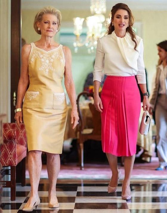 صورة رقم 2 - صور: الملكة رانيا بـ4 إطلالات عصرية أنيقة خطفت الأنظار خلال زيارتها إلى واشنطن