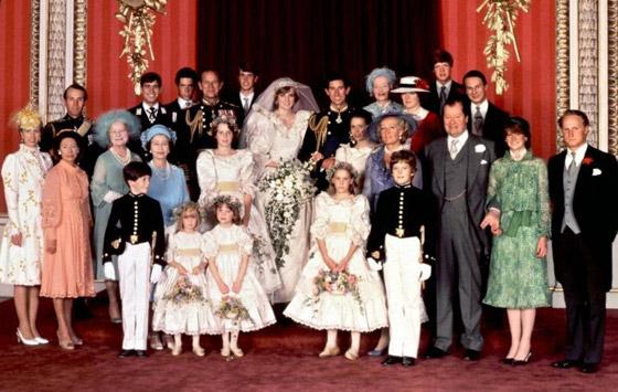 صورة رقم 11 - بعد مرور 40 عاما.. قطعة من كعكة زفاف الأمير تشارلز وديانا للبيع! صور