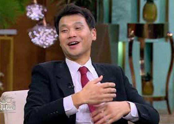 صورة رقم 2 - فيديو: السفير الكوري يفاجئ المصريين ويعزف أغنية