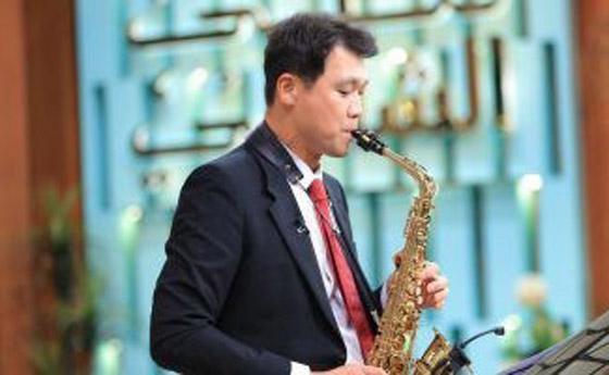 صورة رقم 4 - فيديو: السفير الكوري يفاجئ المصريين ويعزف أغنية