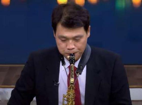 صورة رقم 5 - فيديو: السفير الكوري يفاجئ المصريين ويعزف أغنية