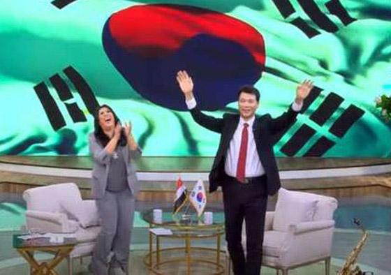 صورة رقم 7 - فيديو: السفير الكوري يفاجئ المصريين ويعزف أغنية