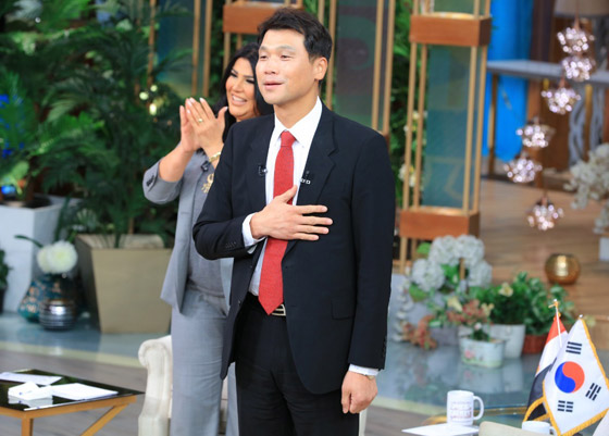 صورة رقم 9 - فيديو: السفير الكوري يفاجئ المصريين ويعزف أغنية