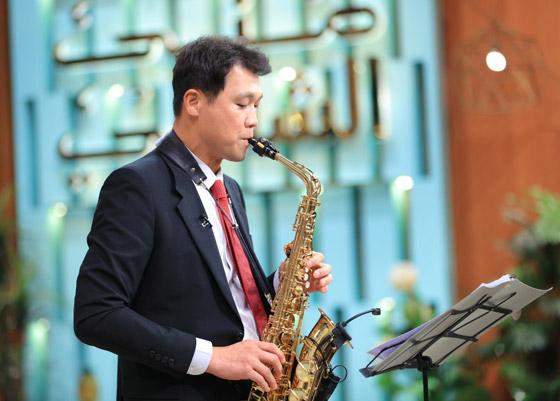 صورة رقم 10 - فيديو: السفير الكوري يفاجئ المصريين ويعزف أغنية