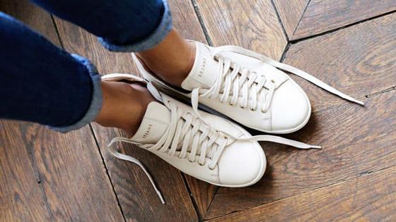 صورة رقم 1 - حيل للحفاظ على نظافة الحذاء الرياضي الأبيض.. جربوها!