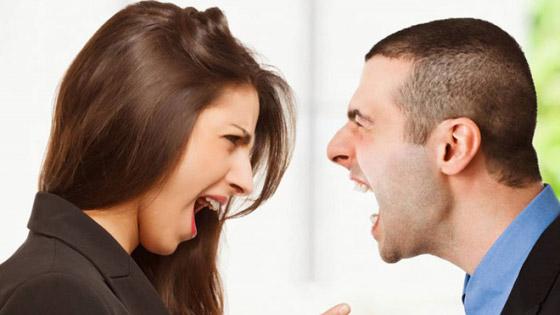 صورة رقم 1 - الشعور بالدونية أمام الشريك يدمر الحياة الزوجية