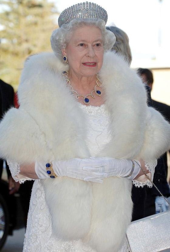 صورة رقم 5 - حكايات أجمل قطع الياقوت التي زينت إطلالات الأسرة المالكة عبر السنوات