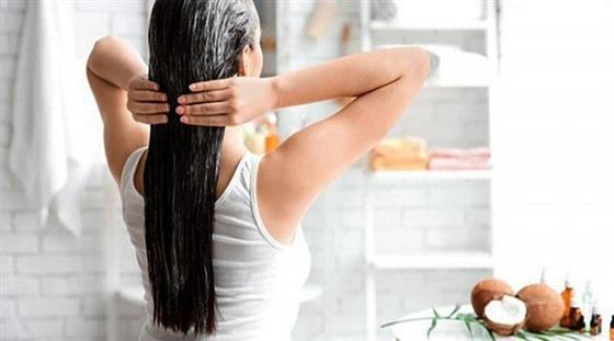 صورة رقم 5 - زيت جوز الهند يحارب القشرة ويحمي من تقصف وتساقط الشعر