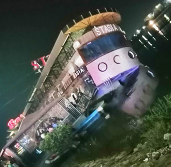 صورة رقم 10 - فيديو فاجعة المنصورة: غرق مركب عائم بالنيل أثناء تناول العشاء