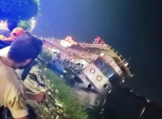 صورة رقم 11 - فيديو فاجعة المنصورة: غرق مركب عائم بالنيل أثناء تناول العشاء