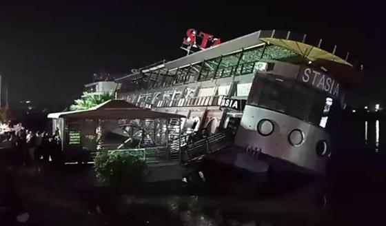 صورة رقم 12 - فيديو فاجعة المنصورة: غرق مركب عائم بالنيل أثناء تناول العشاء