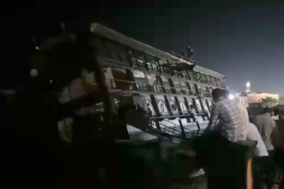 صورة رقم 14 - فيديو فاجعة المنصورة: غرق مركب عائم بالنيل أثناء تناول العشاء