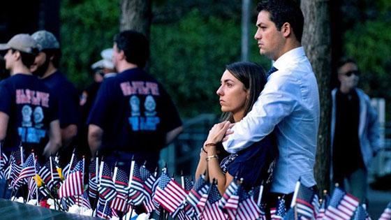 صورة رقم 4 - بالصور: الولايات المتحدة تحيي ذكرى هجمات 11 سبتمبر بالصمت والدموع