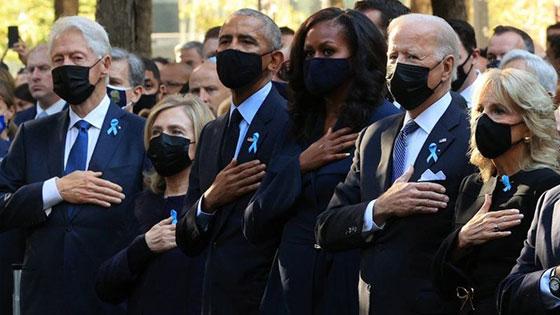 صورة رقم 6 - بالصور: الولايات المتحدة تحيي ذكرى هجمات 11 سبتمبر بالصمت والدموع