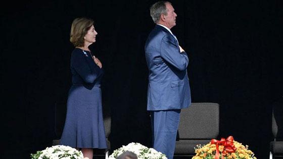 صورة رقم 7 - بالصور: الولايات المتحدة تحيي ذكرى هجمات 11 سبتمبر بالصمت والدموع