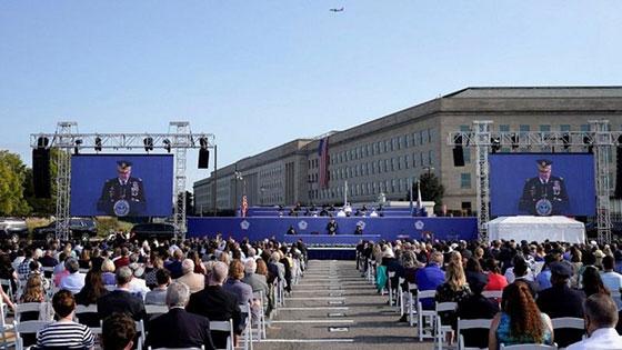 صورة رقم 8 - بالصور: الولايات المتحدة تحيي ذكرى هجمات 11 سبتمبر بالصمت والدموع