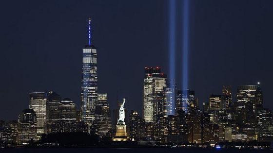صورة رقم 10 - بالصور: الولايات المتحدة تحيي ذكرى هجمات 11 سبتمبر بالصمت والدموع