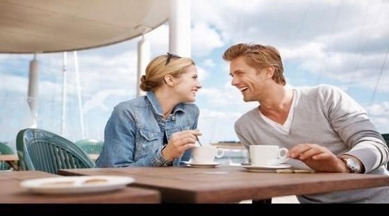 صورة رقم 3 - 5 فوائد للارتباط بشريك مولع بالقهوة