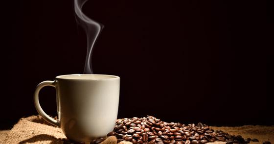 صورة رقم 6 - 5 فوائد للارتباط بشريك مولع بالقهوة