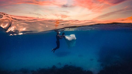 صورة رقم 6 - صور مدهشة: ثنائي سعودي يحتفلان بزفافهما تحت الماء في جزر المالديف