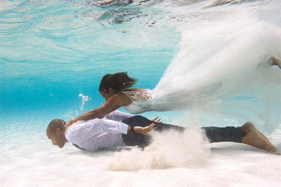 صورة رقم 3 - صور مدهشة: ثنائي سعودي يحتفلان بزفافهما تحت الماء في جزر المالديف